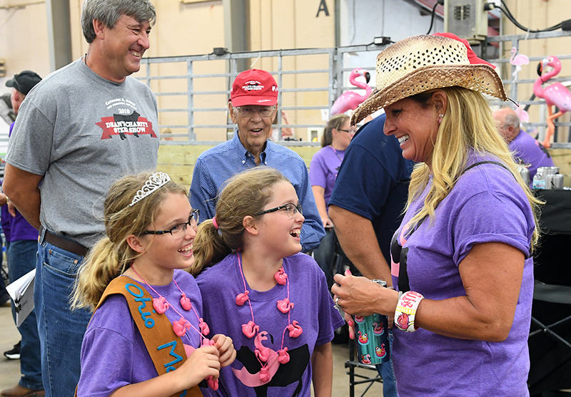 Shelley Meyer with 4-H'ers