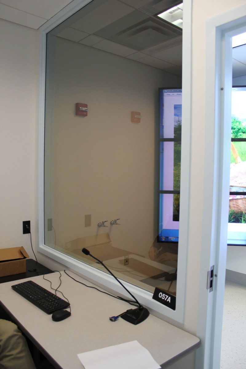 one-way mirror in sensory science lab