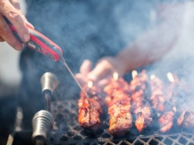 USDA advises consumers to use a food thermometer to accurately measure if meat is cooked to a high enough internal temperature to destroy any harmful bacteria. Photo: Thinkstock.