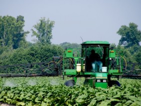 Farmers will learn application methods to keep fertilizer in place and receive their Fertilizer Applicator Certification Training at July 26 field day. Photo: Thinkstock