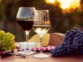 An Ohio wine expert says determining which wine to serve with which cheese is really about finding out what pairs well for your senses. Photo: Thinkstock.