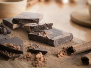 Dark chocolate that has at least 70 percent cocoa or more is a healthier choice. Photo: Thinkstock