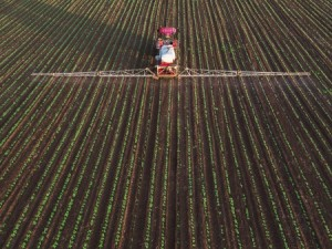 Ohio State University Extension hosts several courses for farmers to become certified or re-certified in applying fertilizer. (Photo: Thinkstock)