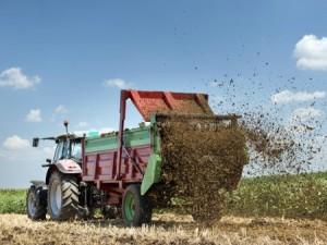 Image of manure spreader spreading manure